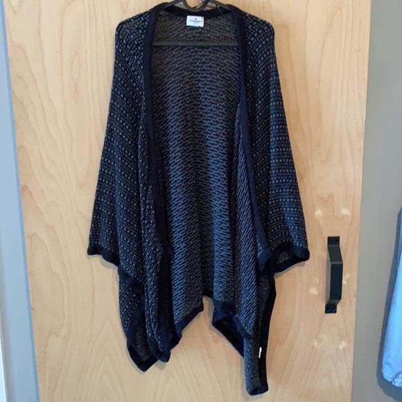 American Eagle black shawl